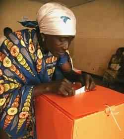 Congo_ballot_woman
